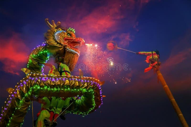 Dragon Dance em uma celebração chinesa do ` s do ano novo foto de stock royalty free
