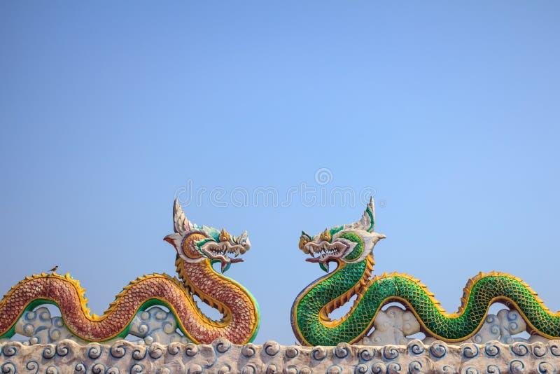 Dragon deux en ciel bleu photo libre de droits