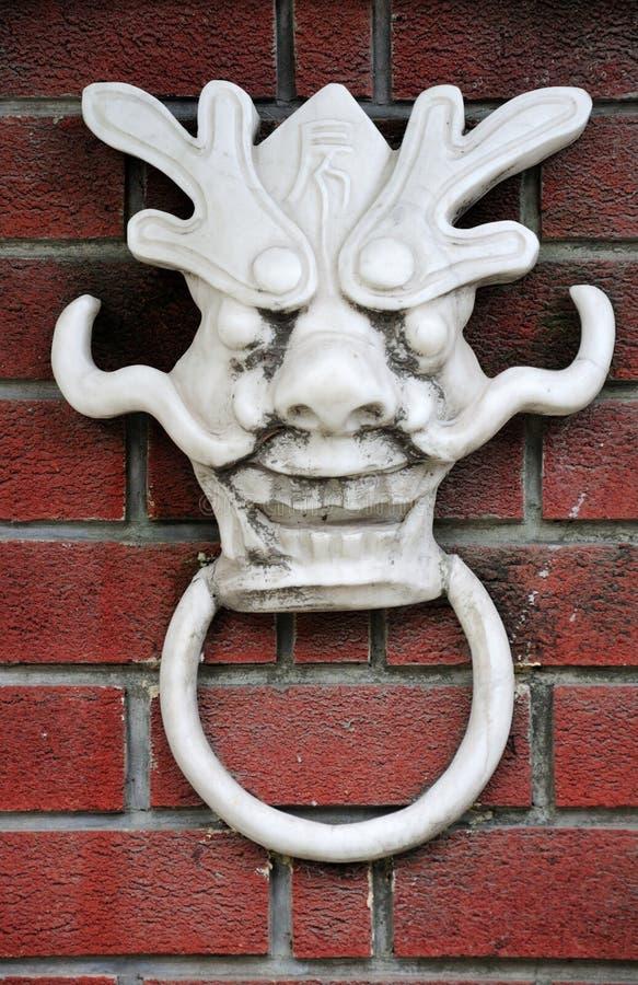 Dragon Face Door Knocker blanco fotos de archivo libres de regalías