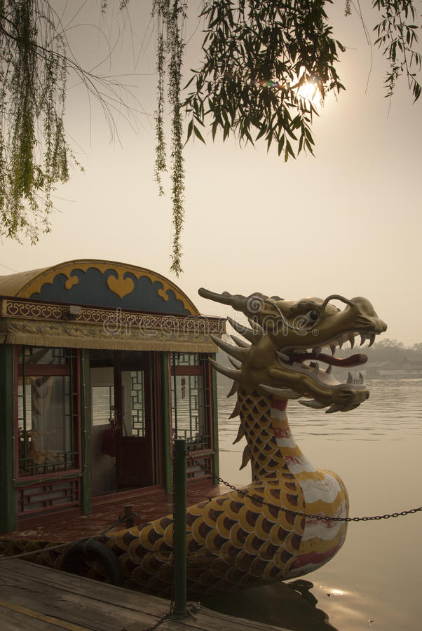 Dragon Figurehead Beihai parkerar royaltyfria foton