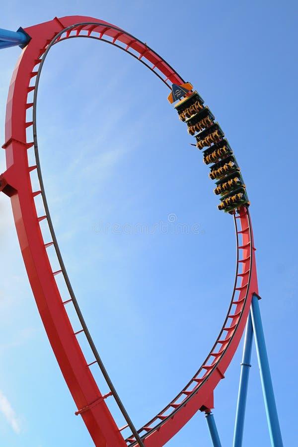 Dragon Khan, montaña rusa famosa del parque temático de Aventura del puerto foto de archivo
