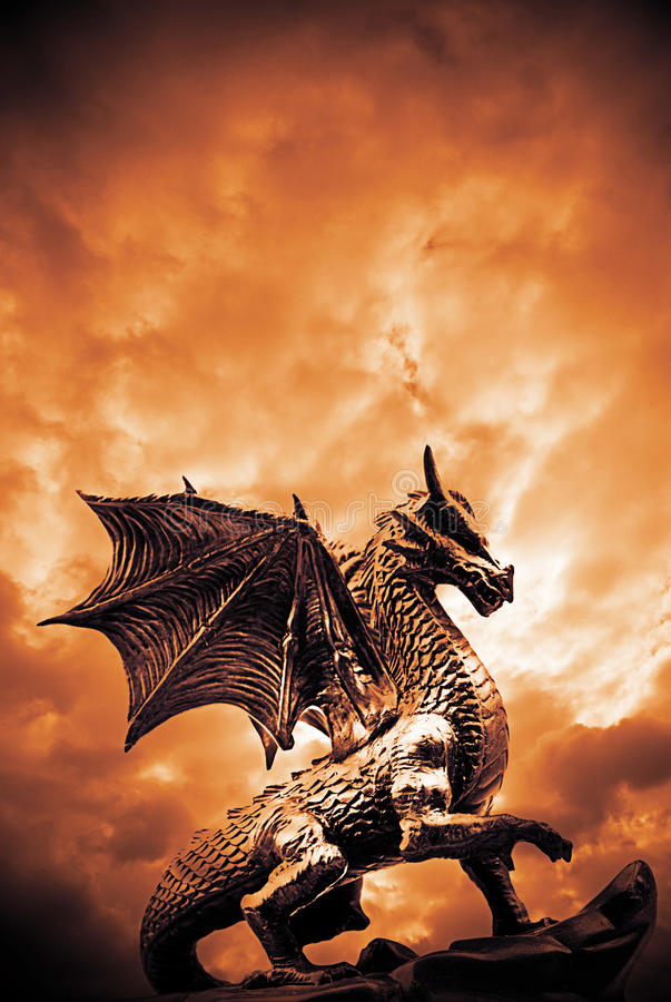 Dragon majestueux images libres de droits