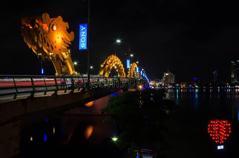 Dragon River Bridge (pont de Rong) dans le Da Nang, Vietnam photo libre de droits