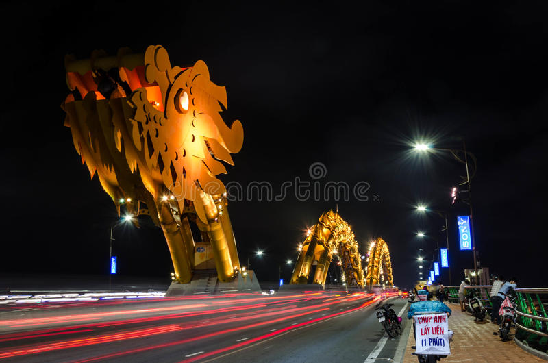 Dragon River Bridge (ponte di Rong) in Da Nang, Vietnam fotografie stock