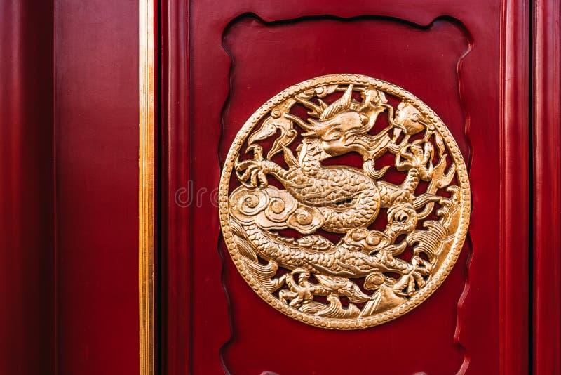 Dragon Sculpture Wooden Door van het Keizerpaleis van Shenyang in CHINA royalty-vrije stock foto's