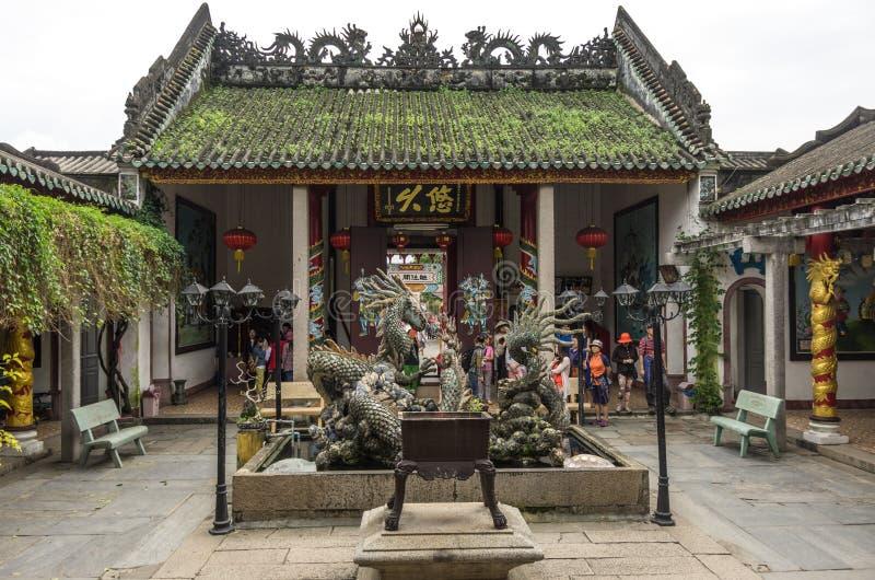 Dragon Sculptures At Hoi Quan Quang Trieu Temple (burro cantonês imagens de stock
