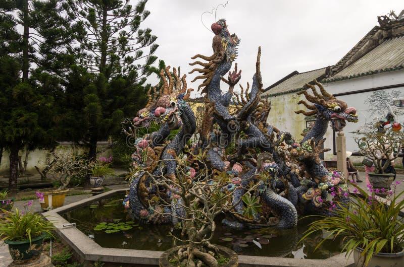 Dragon Sculptures At Hoi Quan Quang Trieu Temple Cantonese Ass imagem de stock royalty free