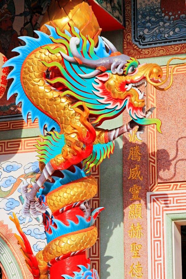 Dragon Statue In Hai Lam förbud Don Shrine, Surat Thani, Thailand arkivfoton