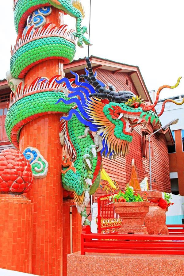 Dragon Statue In Hai Lam förbud Don Shrine, Surat Thani, Thailand royaltyfria foton