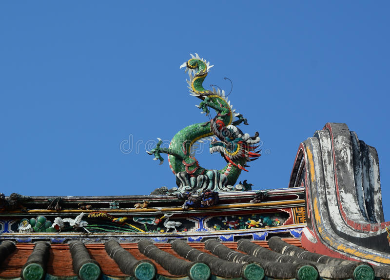 Dragon statue on roof top of Chinese temple in Penang, Malaysia stock photography