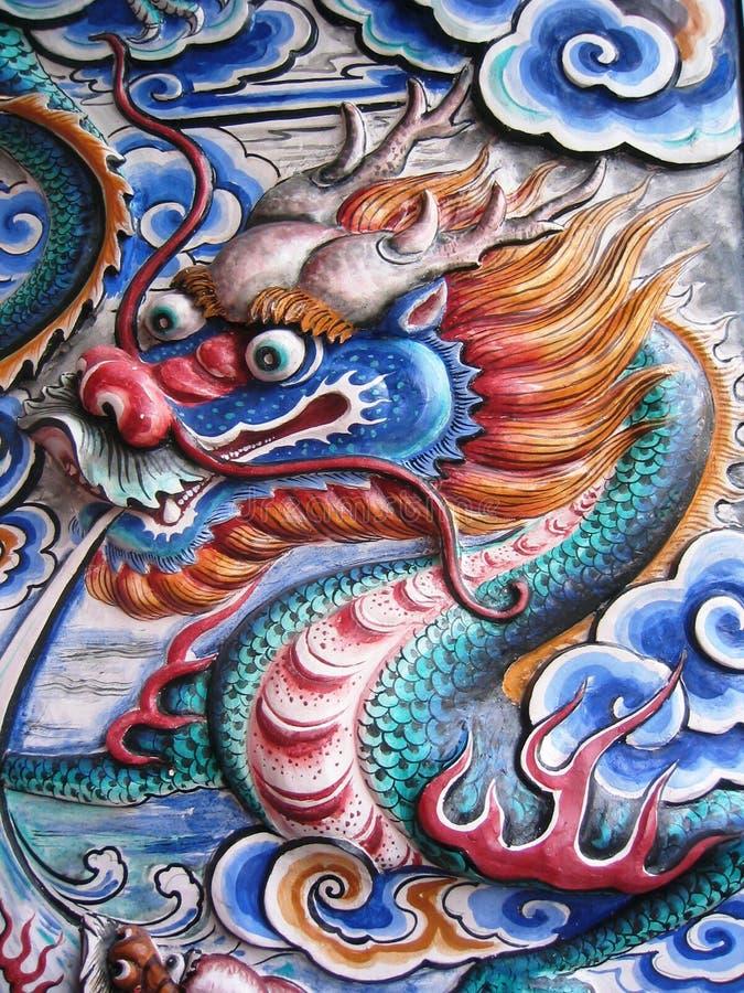 Dragon sur le mur photographie stock