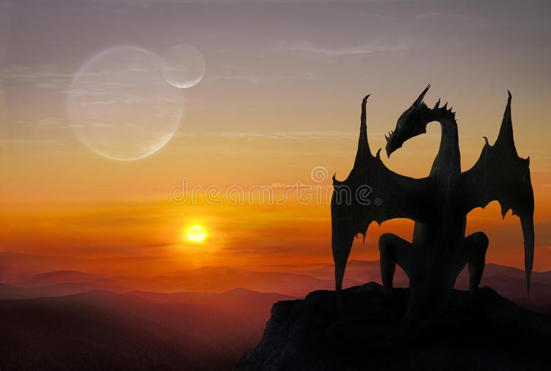 Dragon sur une pierre photo libre de droits