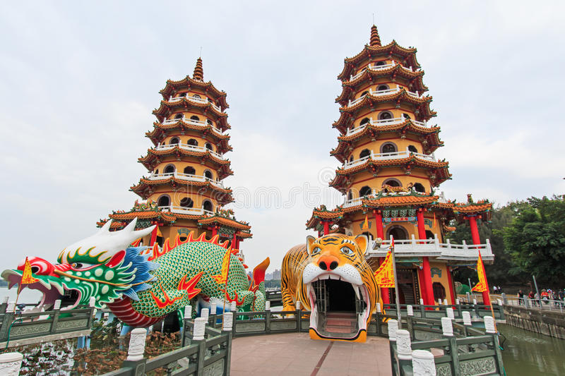 Dragon And Tiger Pagodas in Lotus Pond, Kaohsiung, Taiwan royalty-vrije stock foto's