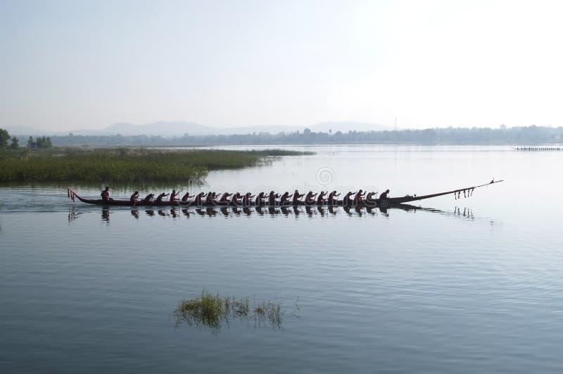 Dragonboat en el mar imagen de archivo