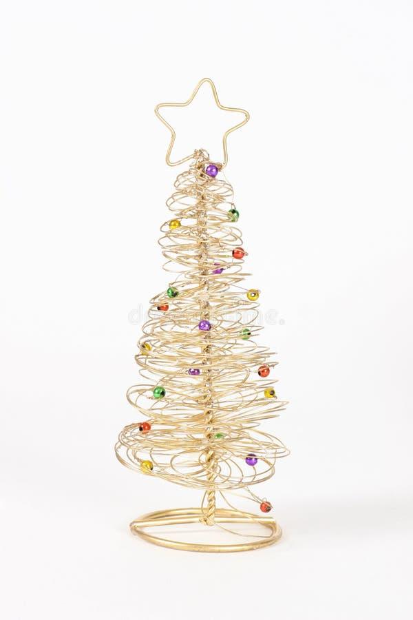 Draht-Weihnachtsbaum stockfoto. Bild von gold, draht, weiß - 392318