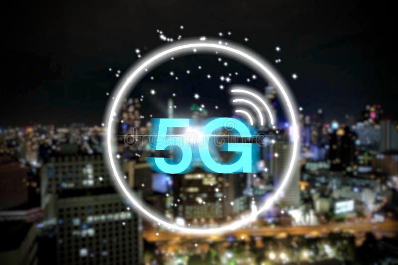 drahtloses System des Netzes 5G auf Nachtstadtbildhintergrund stock abbildung