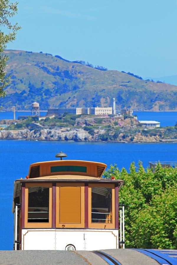 Drahtseilbahn u. Alcatraz Insel in San Francisco stockfotografie