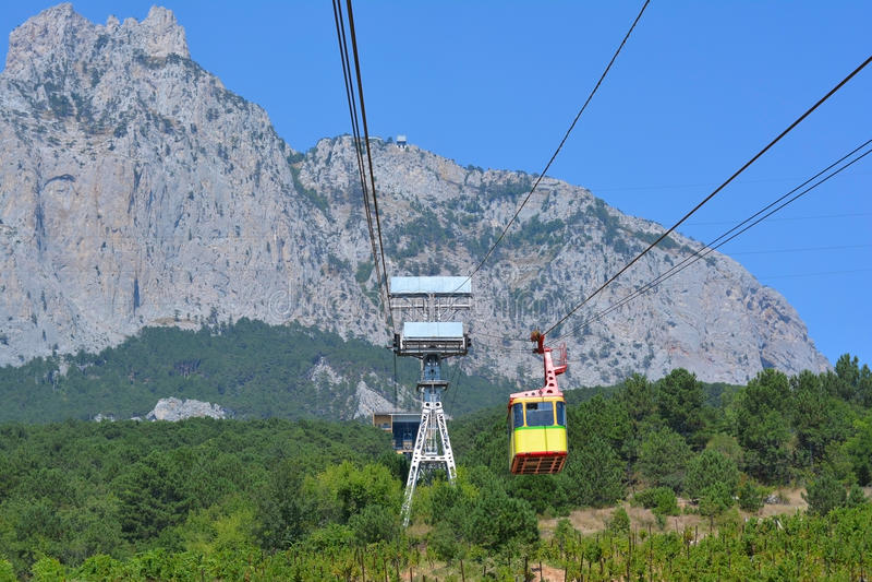 Drahtseilbahn zu Ai-Petri-Gipfel lizenzfreie stockfotografie