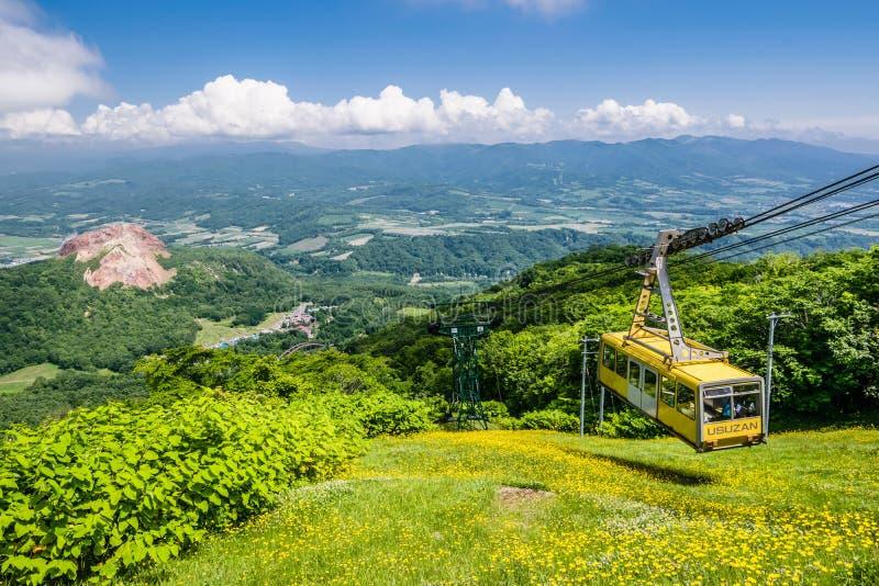 Drahtseilbahn, zum von Usu-Gipfel, Hokkaido, Japan anzubringen lizenzfreie stockfotografie