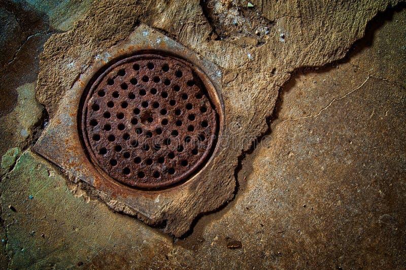 Drain à la maison de sous-sol photos stock