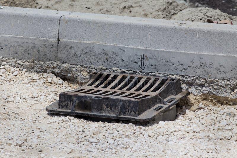 Drain d'eau de pluie en construction images stock