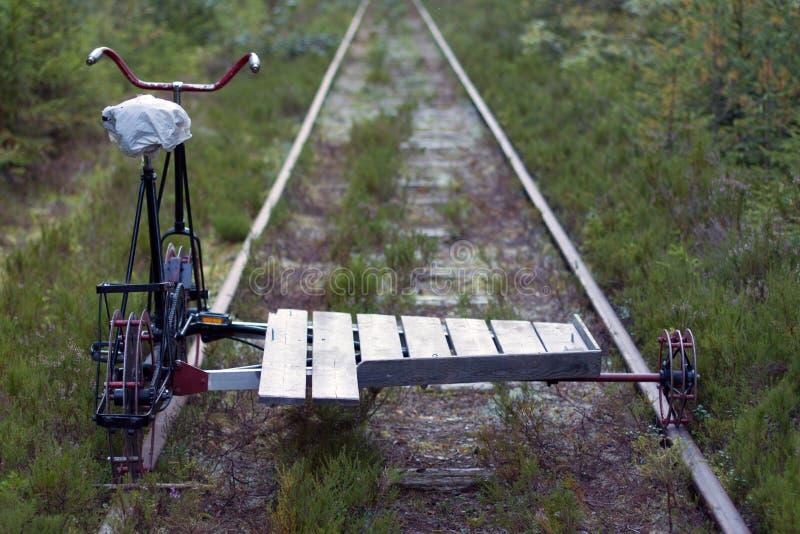 Draisine,自行车 在轨道的金属draisines 库存图片