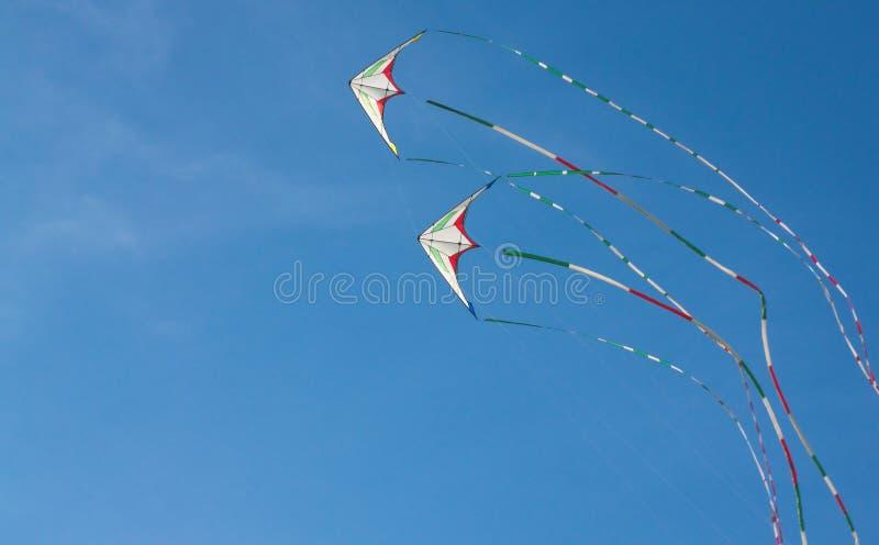 Download Drakar som flyger i skyen arkivfoto. Bild av fritt, flyg - 27275532