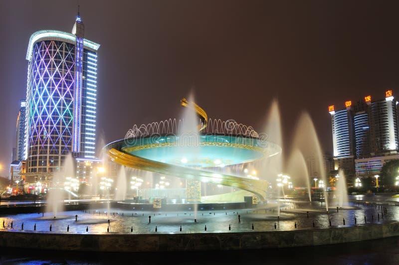 Drakespringbrunn i den Chengdu Tianfu fyrkanten arkivfoto