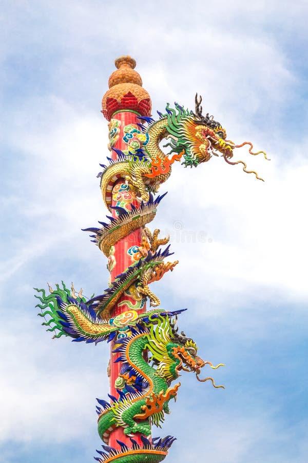 Drakestatystil i kinesisk tempel arkivbild