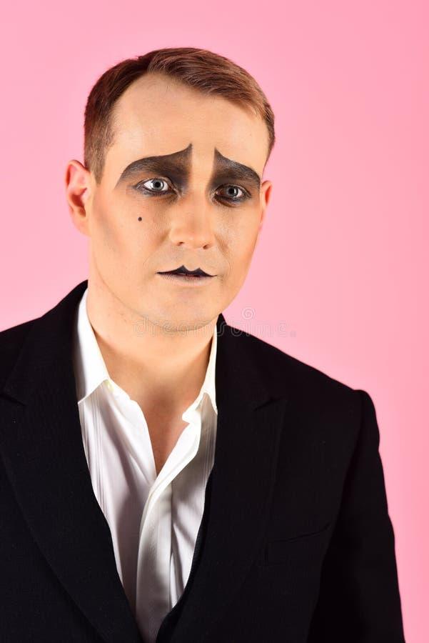 Dramático y trágico Infeliz imite con la pintura de la cara El imitar del actor del teatro r Actor de etapa imagen de archivo libre de regalías