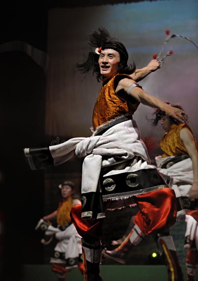 Drama étnico tibetano da dança: Tian MU fotografia de stock