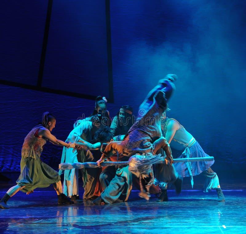 Drama total de la danza de la reyerta- la leyenda de los héroes del cóndor imagenes de archivo