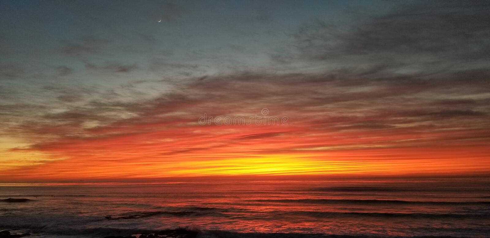Dramatic Sunset over Pacific Ocean - Waves Crashing on the Rocks royalty free stock photos