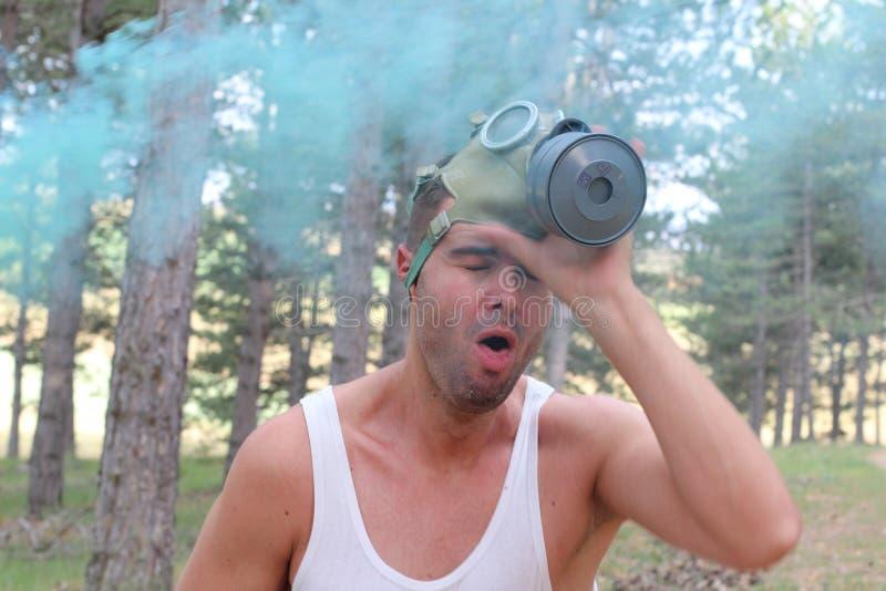 Dramatisch beeld van mensen experimenterende moeilijkheden aan adem stock fotografie