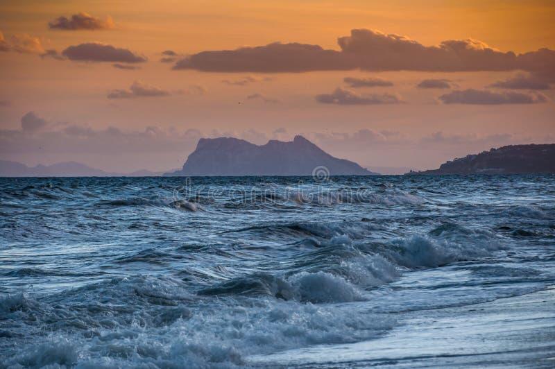 Dramatisch de zonsonderganglandschap van Gibraltar stock foto