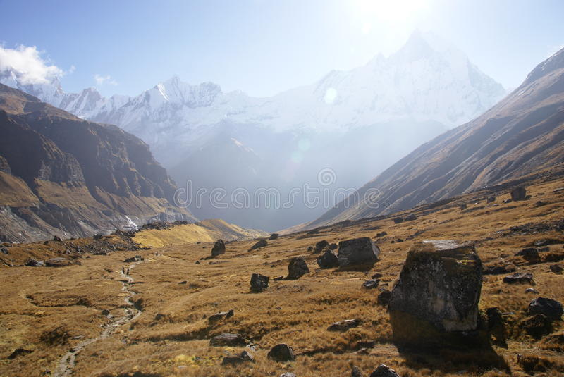 Dramatisch Himalayan-berglandschap royalty-vrije stock foto's