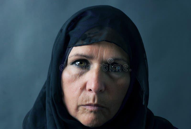 Dramatisch portret van moslimvrouw royalty-vrije stock afbeeldingen