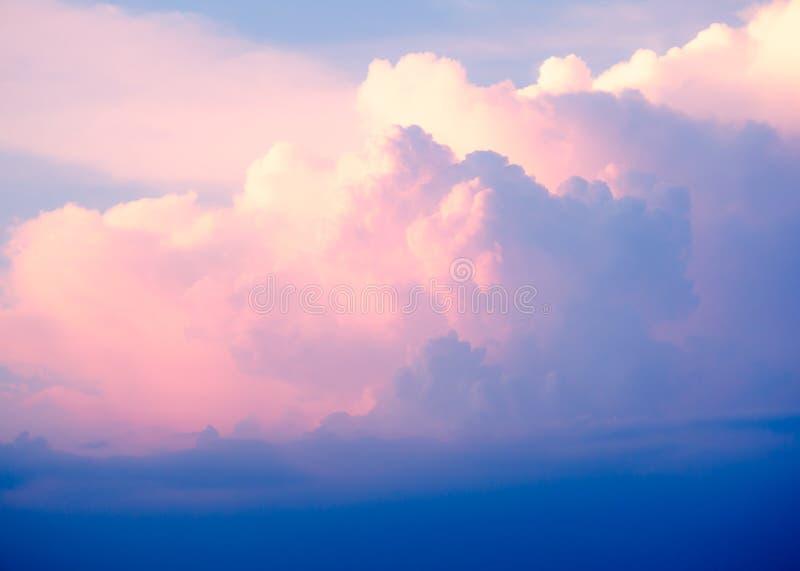 Dramatische bewolkte hemel stock foto's