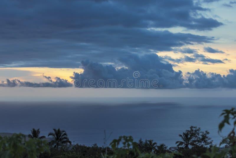 Dramatische hemel op het eiland van La Réunion stock afbeeldingen