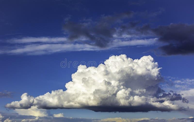 Dramatische wolk royalty-vrije stock foto's