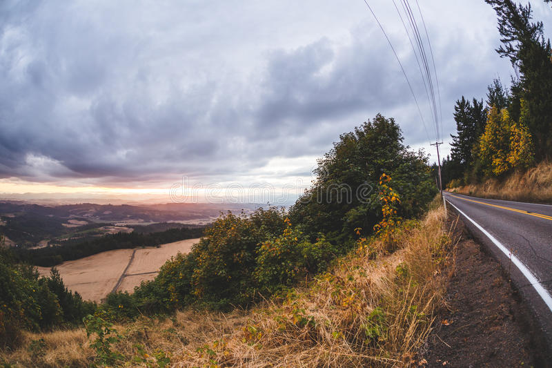 Dramatische wolken over het platteland van Oregon stock foto's