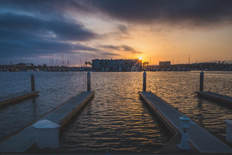 Dramatische Zonsondergang in Marina del Rey stock fotografie