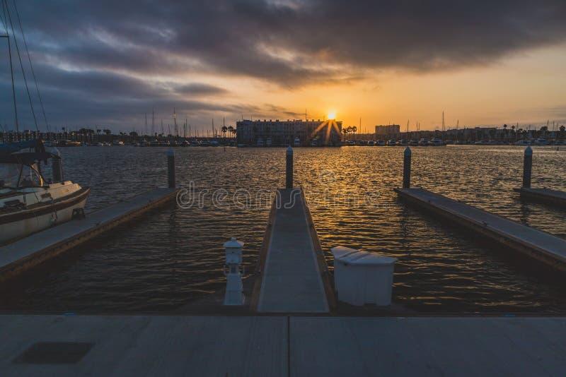 Dramatische Zonsondergang in Marina del Rey stock afbeeldingen