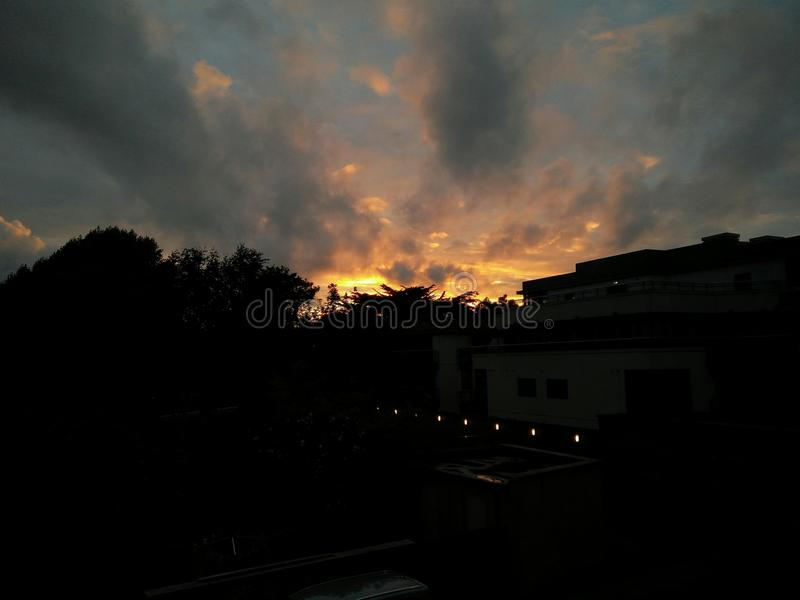Dramatische zonsondergang over Dublin stock afbeelding