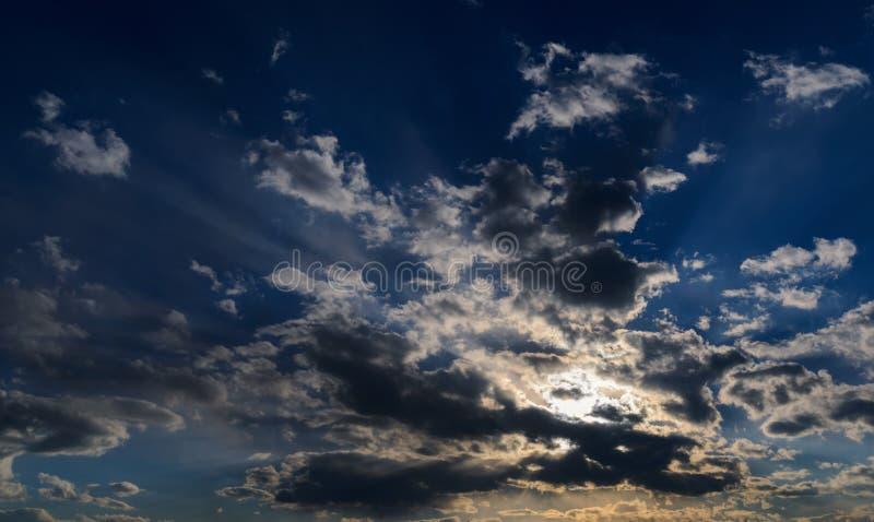 Dramatische zonsonderganghemel royalty-vrije stock foto's
