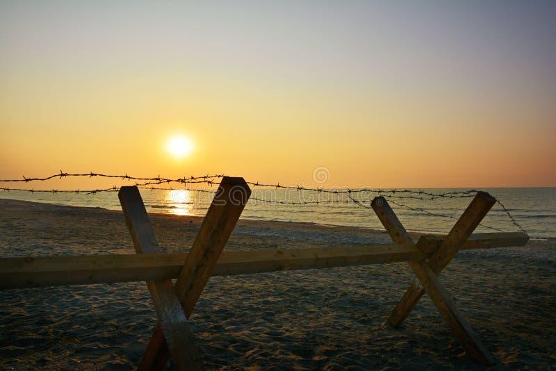 Dramatische zonsopgang op het Corbu-strand, Roemenië stock foto's