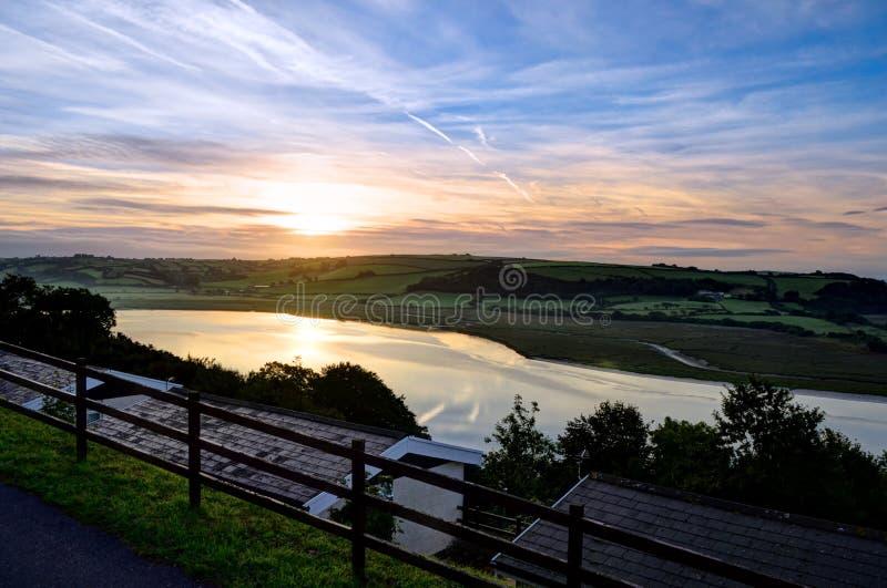 Dramatische zonsopgang over Laugharne – Wales, het Verenigd Koninkrijk royalty-vrije stock foto
