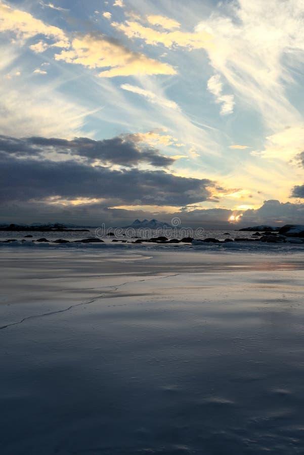 Dramatisk djupfryst seascape royaltyfri fotografi