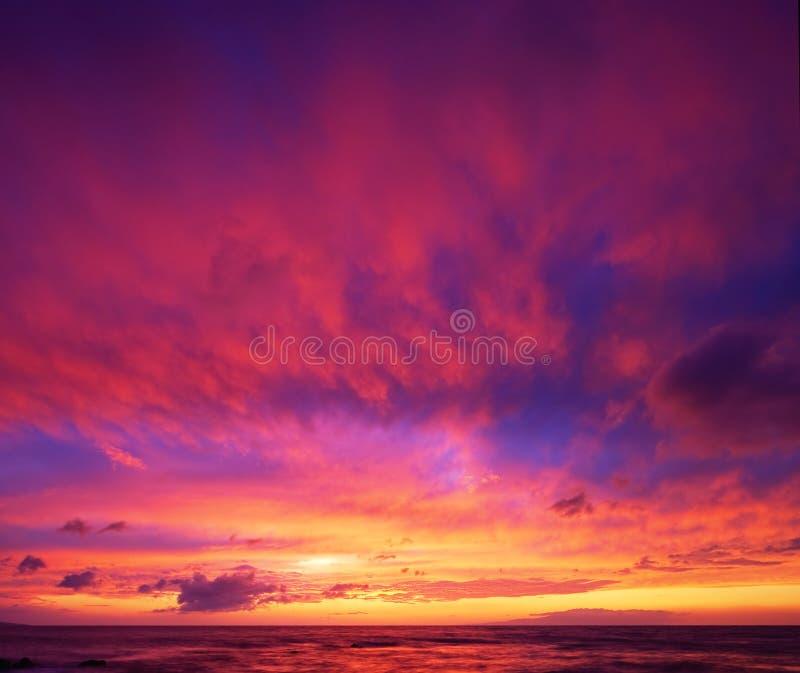 dramatisk hawaiansk solnedgång arkivfoto