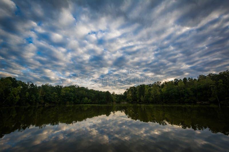 Dramatisk himmel över sjönormand, på sjön Norman State Park som är norr arkivfoton
